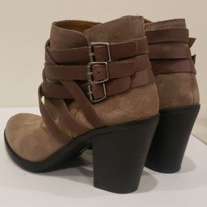 Lucky Brand Shoes - 🍂Nwot Lucky Elwood strappy suede booties